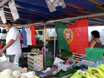 medium_Bandeira_francesa_e_Portuguesa_-_mercado_de_sartrouville.2.jpg
