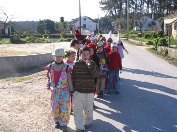 medium_alunos_da_escola_do_reguengo_-_2005_-_foto_site_da_escola.jpg